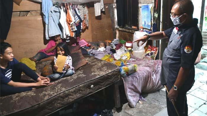 Kisah Pilu Pria Surabaya, Kondisi Lumpuh Tinggal di Rumah Tak Layak Huni bersama 4 Anak masih Kecil