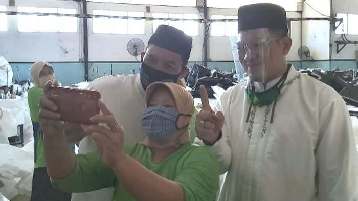 BHS - Taufik Berdialog dengan Para Buruh di Sela Blusukan ke Pabrik Plastik