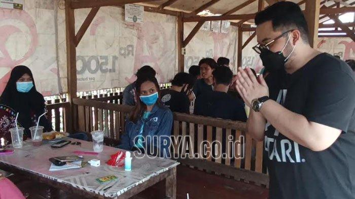 Calon Bupati Kediri Mas Dhito Blusukan ke Warung Sengon, Sosialisasikan Protokol Kesehatan