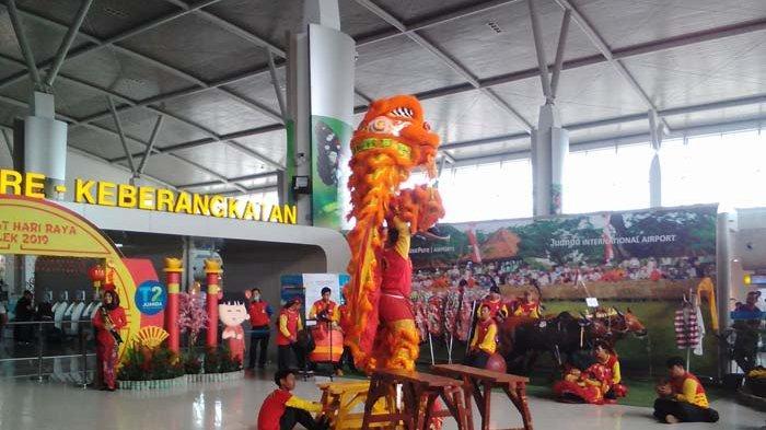 Kemeriahan Imlek di Bandara Internasional Juanda, Surabaya