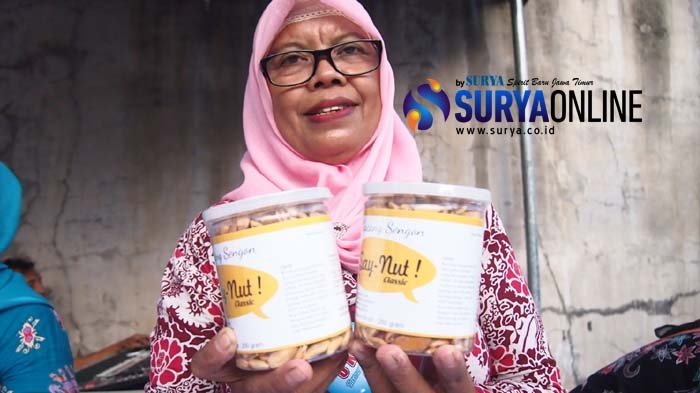 Jaga Kualitas, Produk Camilan Sehat Kacang Sengon Milik Satomah Diolah Teliti