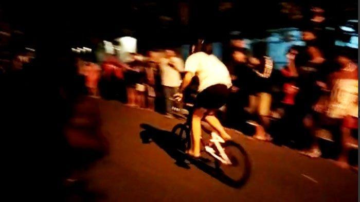 Capture video balap sepeda malam hari picu kerumunan di jalan Ahmad Dahlan Kabupaten Tuban