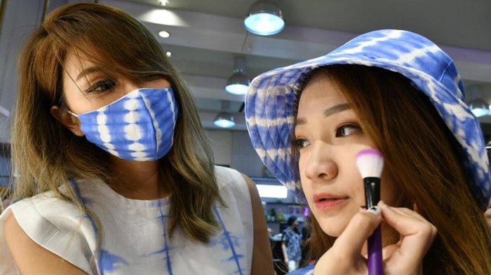 Veve Linn Bagikan Tips Agar Make Up Tak Banyak Menempel Pada Masker