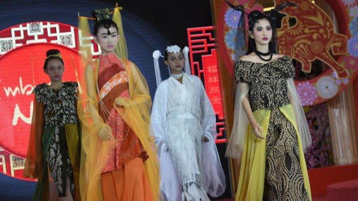 Batik Tulis Pamekasan dalam Busana Imlek 'Chinese Dolls Stories' Persembahan Desainer Embran Nawawi