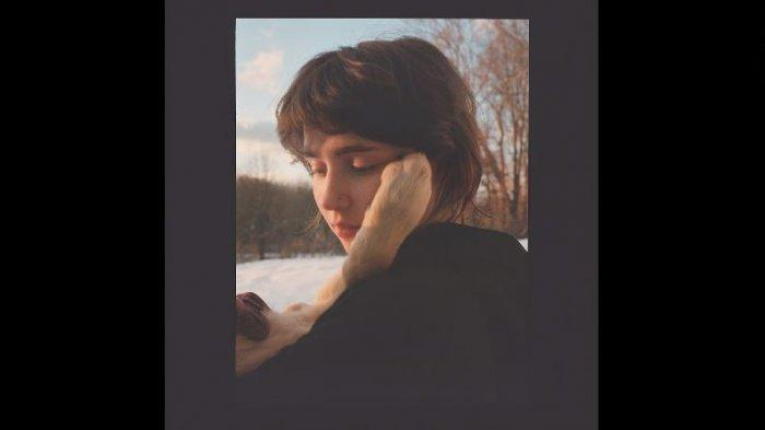 Lirik dan Chord Lagu Blouse - Clairo, Single Utama di Album Baru Sling
