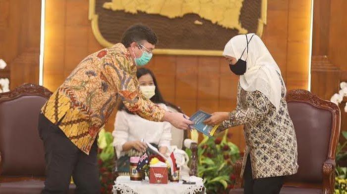 Masa Tugas Berakhir, Konjen Australia di Surabaya Christ Barnes Pamitan ke Gubernur Khofifah