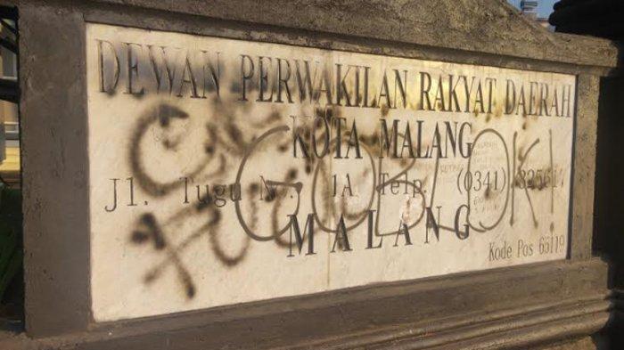 Gedung DPRD Kota Malang Jadi Sasaran Vandalisme. Ini Komentar Anggota Dewan