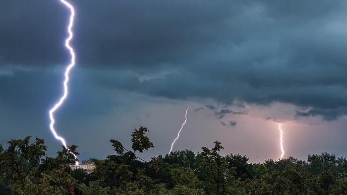 BMKG Juanda Terbitkan Peringatan Dini Cuaca Buruk Tiga Hari Ke Depan di Jawa Timur