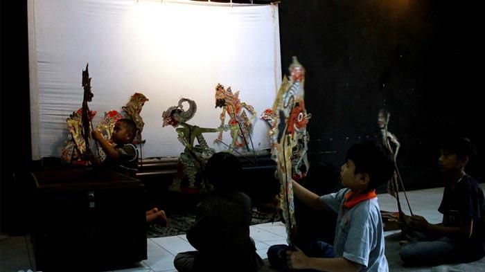 Menilik Sekolah Dalang Cilik di Kota Malang - dalang-cilik_20160427_193035.jpg