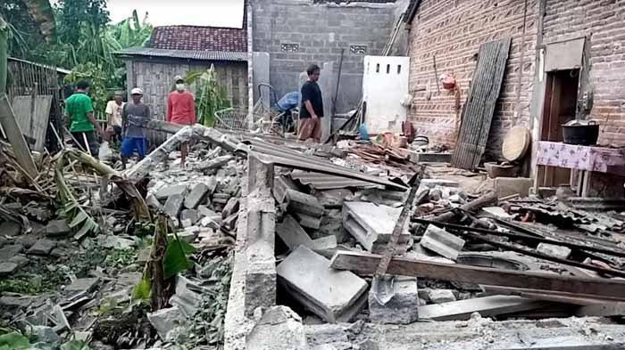 Kadelan Sedih, Dapur yang Dibangun dari Uang Merantau ke Brunei Ambruk Dilanda Gempa di Tulungagung