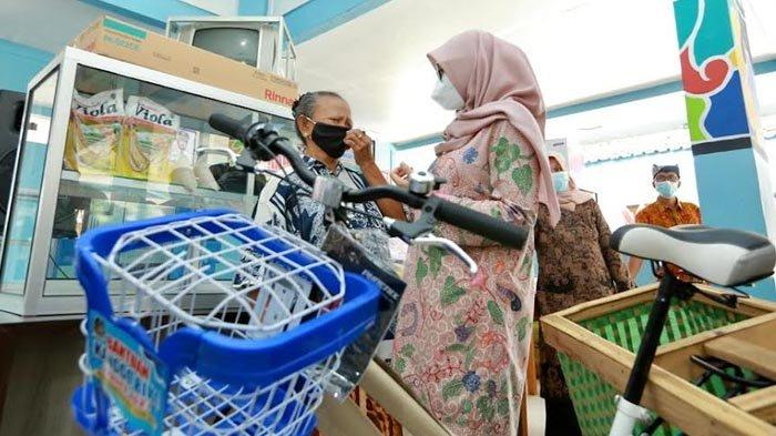 Menteri PPPA Serahkan Anugerah Parahita Ekapraya Kepada Banyuwangi