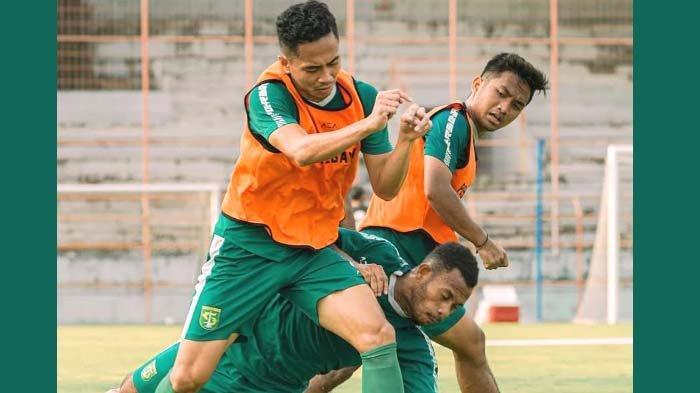 Alasan Sebenarnya Pelatih Persebaya Aji Santoso Belum Puas dengan Daud Irfan Kararbo