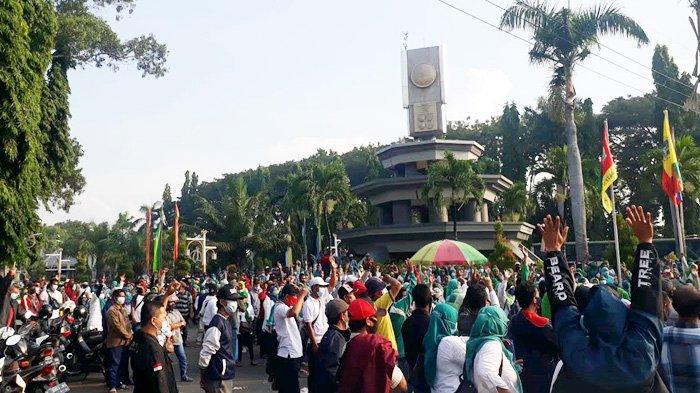 Bupati Gresik Sanggupi Mediasi untuk Bantu Buruh PT Newera Dapatkan Upahnya 5  Bulan