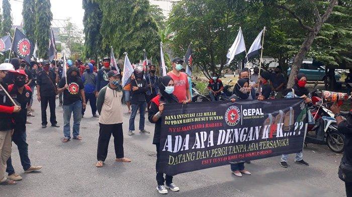 Dinilai Lamban Tetapkan Tersangka Dugaan Korupsi di PDAM Gresik, Massa Desak KPK Dibubarkan