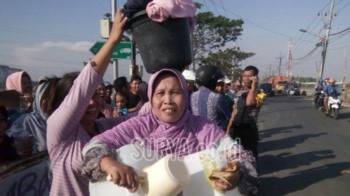 Direktur Utama PDAM Datang, Ibu-ibu yang Blokir Akses Jalan TPA Benowo Surabaya Bubar