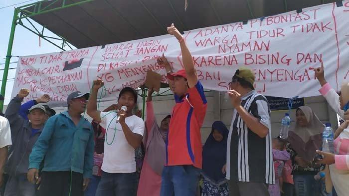 Pabrik Mebel Diduga Buang Limbah Cair dan Cemarkan Pemukiman, Warga Mojokerto Demo