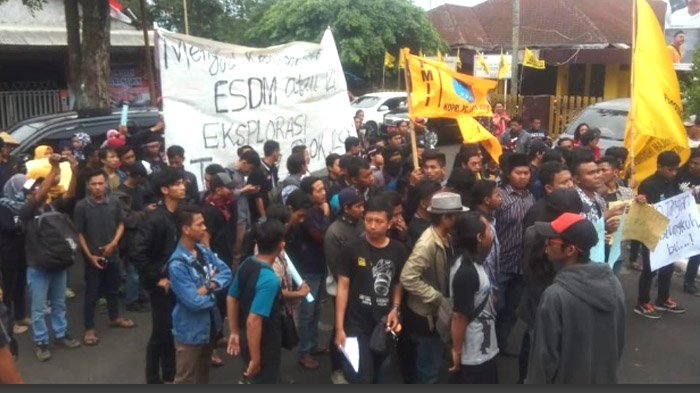 Ratusan Mahasiswa PMII Jember Desak Izin Eksplorasi Emas Silo Dicabut, Bupati Diminta Pro Petani