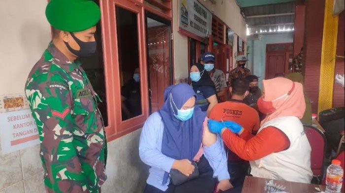 Kodim 0812 Lamongan Gandeng Komunitas Offroader Salurkan Bantuan Beras untuk Warga