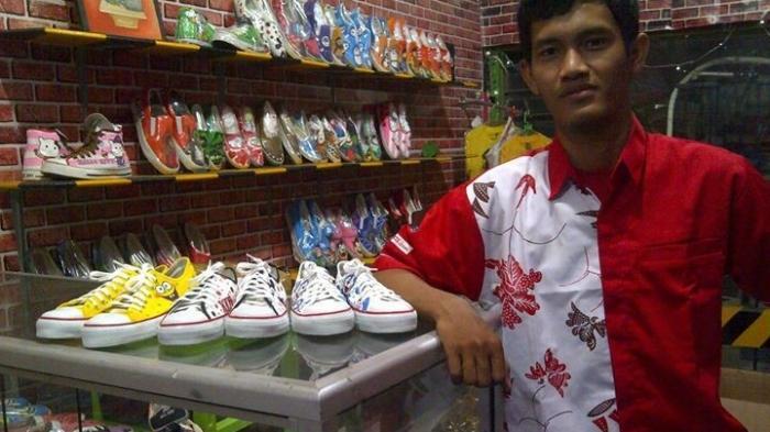 Pemuda Bangkalan Sukses Geluti Sepatu Lukis dan Toples Lukis