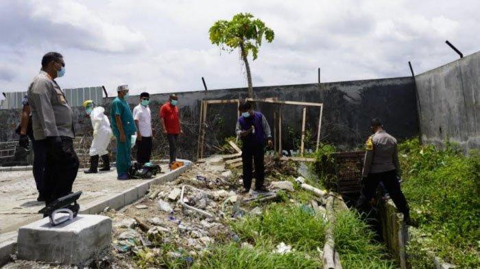 Proses evakuasi DN, pasien covid-19 di RSUD Sosodoro Djatikoesoemo, Bojonegoro, yang berusaha kabur.