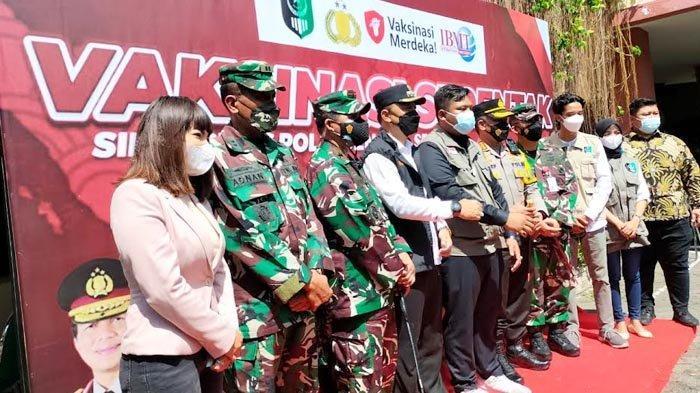 Polisi Datangkan Dinar Candy Saat Vaksinasi Covid-19 di Surabaya, Takjub Lihat Antusiasme Warga