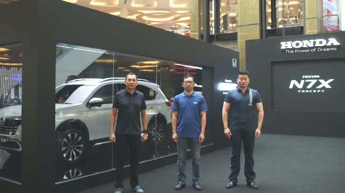 Mobil Konsep Honda N7X Roadshow ke Empat Kota, dalam Kotak Kaca Disertai Teknologi LED Transparan
