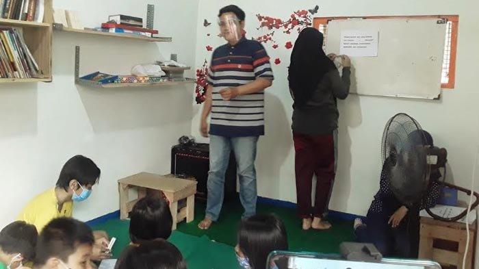 Keseruan Literasi Menulis Naskah Drama di Dinas Perpustakaan dan Kearsipan Genteng Surabaya