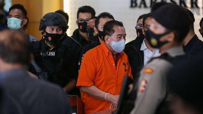 Terpidana kasus korupsi pengalihan hak tagih (cessie) Bank Bali Djoko Tjandra tiba di Bareskrim Mabes Polri, Jakarta, Kamis (30/7/2020). Djoko Tjandra ditangkap di Malaysia.