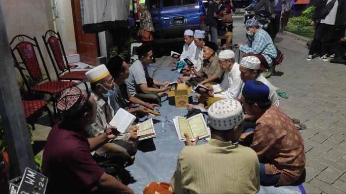 Solidaritas Doa Bersama di Rumah Mertua Serda Guntur Digelar hingga KRI Nanggala 402 Ditemukan