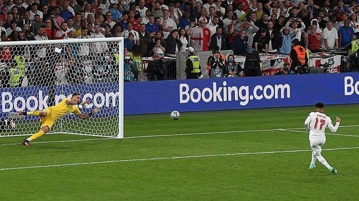 Donnarumma sukses menahan tendangan penalti penyerang Inggris, Jordan Sancho di final EURO 2020. Donnarumma dikabarkan hijrah ke Paris Saint-Germain (PSG) setelah tinggalkan AC Milan