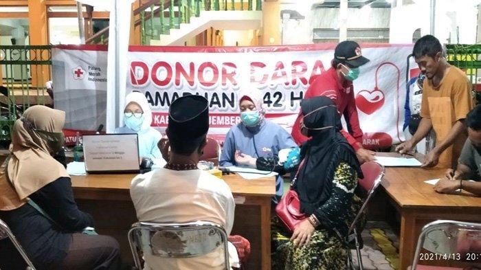 Seperti Sedekah Darah, Warga Jember Antusias Donorkan Darah usai Shalat Tarawih