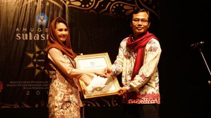 Dosen FKIP Universitas Jember Terima Anugerah Sutasoma 2018