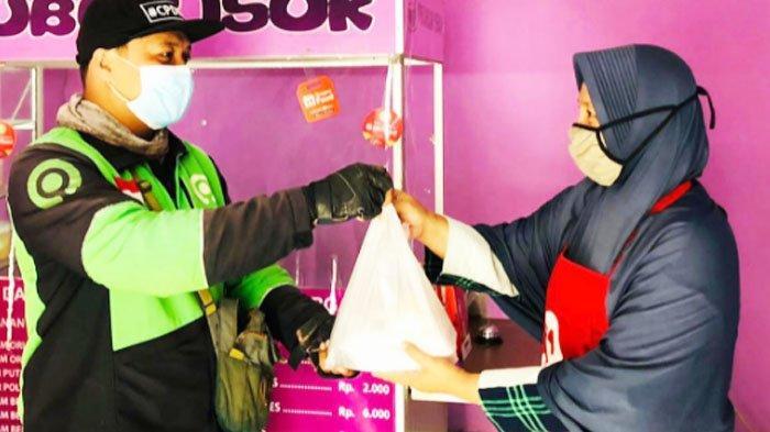 Bantu Asupan Nakes Rumah Sakit, Dian Ayu Pedagang Bubur di Malang Beri Bubur Gratis