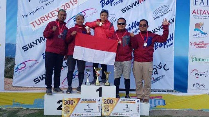 Rika Wijayanti dan Jafro Megawanto Rebut Juara Dunia Paralayang di Turki