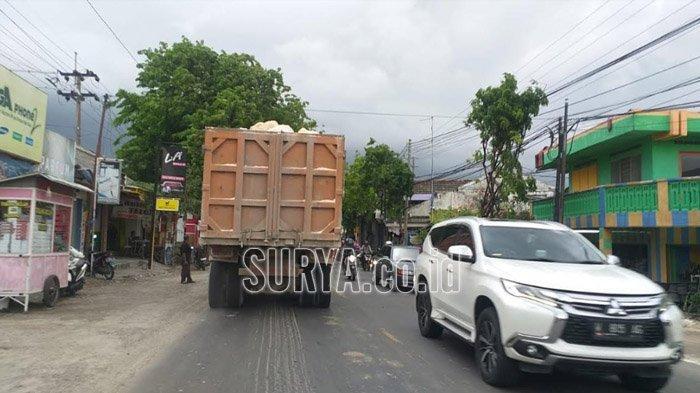 Dump Truk Langgar Jam Operasional di Jalur Pantura Gresik, Dishub Sebut Sudah Lakukan Razia