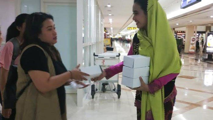 Selama Ramadan Bandara Juanda Bagi 1,200 Kotak Takjil, juga Kumandangkan Adzan Subuh dan Maghrib