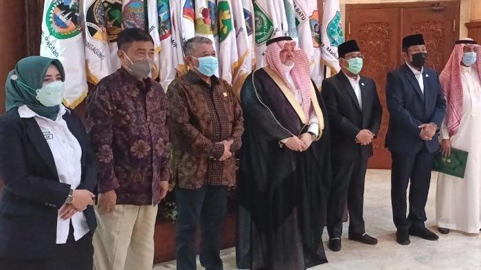 Kujungi DPRD Jatim, Dubes Arab Saudi Essam A Abid AlthaqafiBeri Sinya Umrah segera Dibuka
