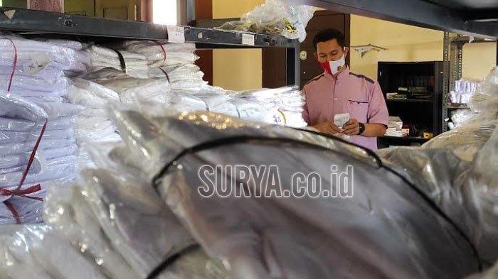 Ibadah Haji Batal Lagi, Penjual Perlengkapan Haji di Kota Blitar Pilih Tumpuk Stok di Gudang
