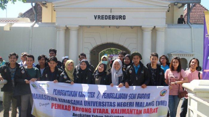 Edukasi Budaya Mahasiswa Kerja Sama Kayong Utara, Kalimantan Barat di Benteng Vredenburg