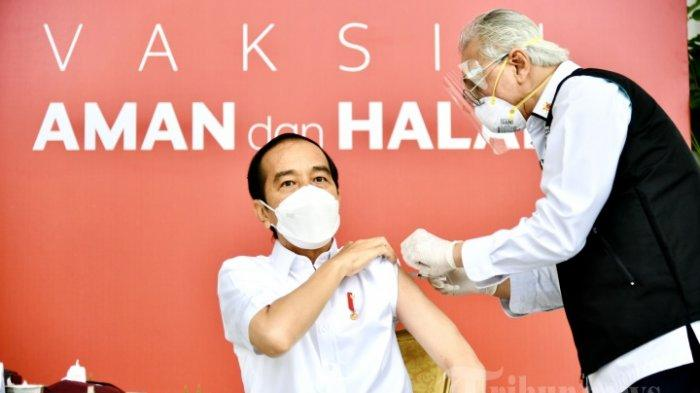 Presiden Joko Widodo menjadi orang pertama yang disuntik vaksin Covid-19 dalam program vaksinasi massal secara gratis di Indonesia, di Istana Merdeka, Jakarta Pusat, Rabu (13/1/2021) pagi.  Efek Samping Vaksin Covid-19 juga Dialami Presiden Jokowi.