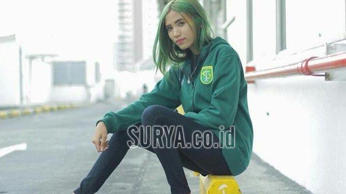 Cinta Persebaya, Bonita asal Surabaya Ini Rela Ubah Warna Rambutnya Jadi Hijau Ala Bajul Ijo