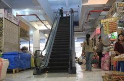 Dua Eskalator Pasar Besar Madiun Rp 1,2 Miliar Hanya untuk Naik