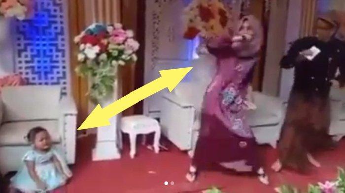 VIDEO : Viral Aksi Heboh Emak-emak Nyanyi di Kondangan, Anaknya Terlantar Sampai Nangis, Kocak!
