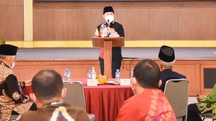 Hadiri Buka Puasa Bersama PW Muhammadiyah Jatim, Wagub Emil Berpesan untuk Tahan Diri Tak Mudik