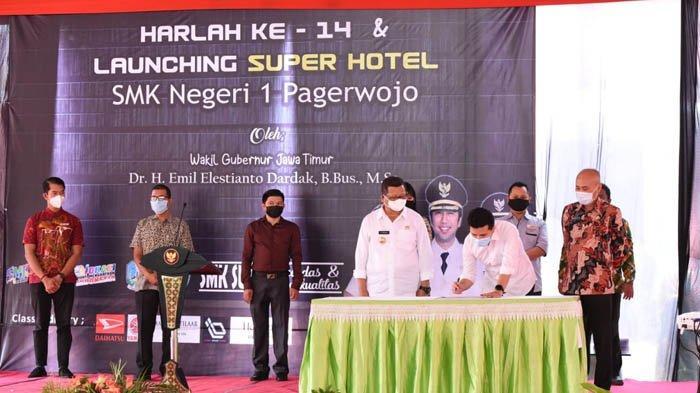 Resmikan Super Hotel SMKN 1 Pagerwojo, Wagub Emil Harap Jadi Support Pembangunan Lingkar Wilis