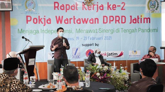 Jaga Bisnis Tetap Survive Saat Pandemi, Wagub Emil Dorong UMKM Terus Lakukan Adaptasi Usaha