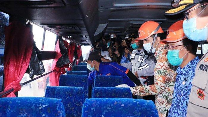 Pastikan Transportasi Publik Tetap Berjalan, Wagub Emil Tinjau Terminal dan Bandara di Jatim