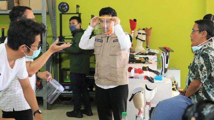 Tangani Covid-19, Wagub Jatim Emil Elestianto Dardak Dukung Face Shield Karya Despro ITS dan Unair