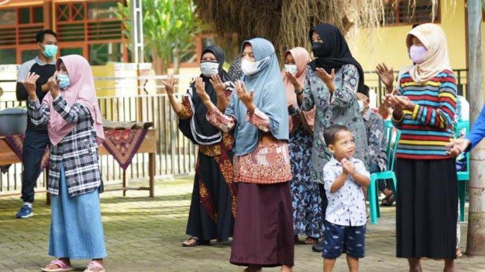 Senam Bersama Lansia, Bupati Banyuwangi Kampanyekan Vaksinasi Covid-19