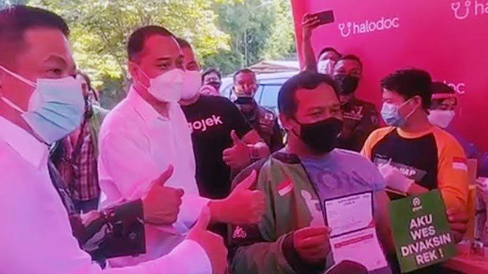 Tinjau Vaksinasi Drive Thru di Surabaya, Cak Eri: Kami Terus Berinovasi untuk Kenyamanan Warga